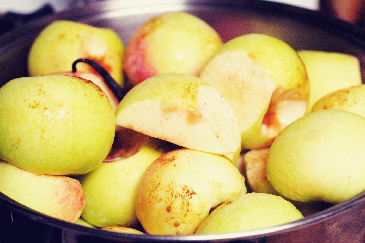 apples in pot new