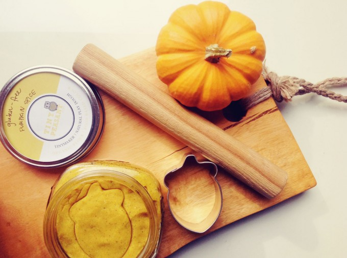 pumpkin play dough 2