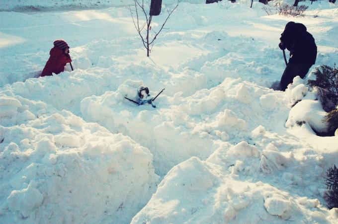 snow maze digging