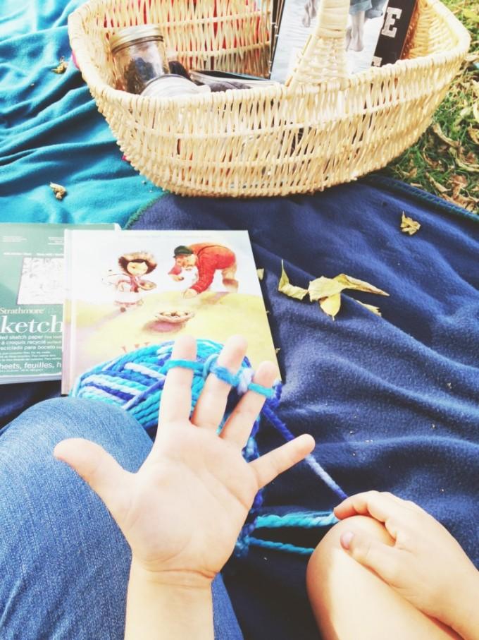 tp-outdoor-classroom-finger-knitting